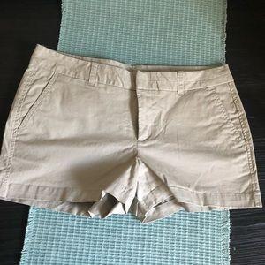 Gap | khaki shorts